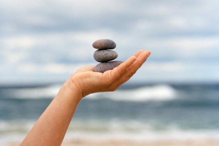 segurando pedras